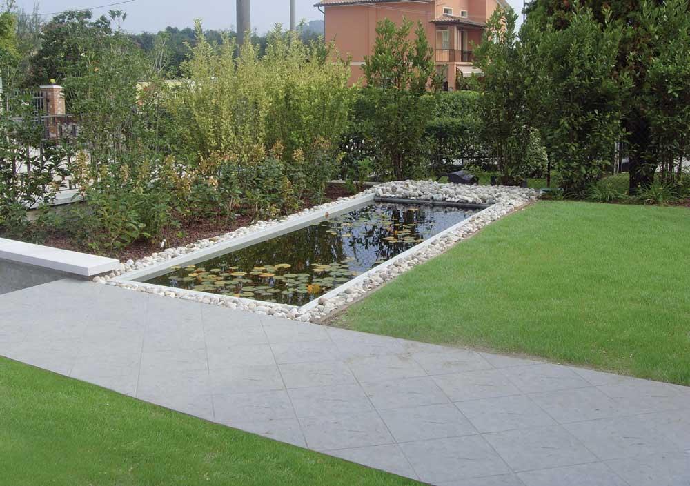 Giardino Con Laghetto E Pavimento Da Esterno Giardini Cesare Pavin