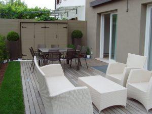 Armadio da giardino porta attrezzi e salottino da esterno for Salottino da balcone